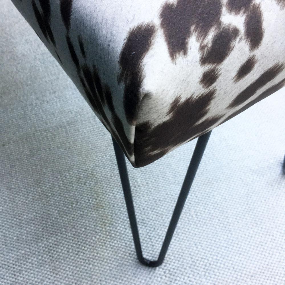 Corner and leg detail