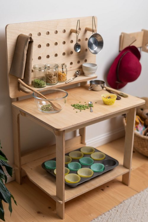 Cubby Days Makers Bench